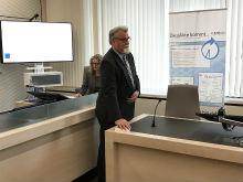 Justizminister Herbert Mertin gibt den Startschuss für den nächsten Meilenstein auf dem Weg zur Digitalisierung der Justiz in Rheinland-Pfalz.