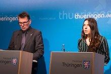 Thüringen-CIO Hartmut Schubert und Wirtschaftsstaatssekretärin Valentina Kerst informieren die Presse über die Ergebnisse des zweiten Digitalisierungskabinetts.