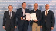 Das erste Zertifikat für ein Smart Meter Gateway wurde übergeben.