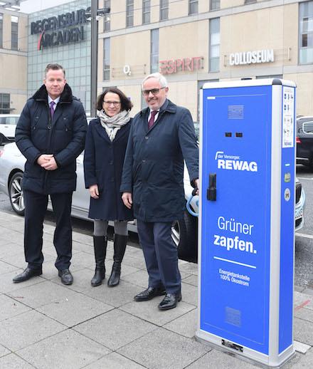 Der Regensburger Versorger REWAG hat vor Weihnachten drei neue Elektroladesäulen in Betrieb genommen.