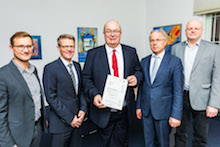 Übergabe des Fördermittelbescheids für E-Fahrzeuge durch die Bezirksregierung Arnsberg.