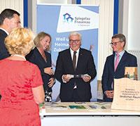Bundespräsident Frank-Walter Steinmeier informiert sich über digitale Pioniere.