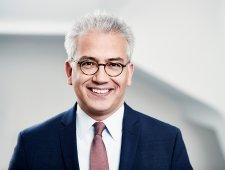 Der hessische Wirtschaftsminister Tarek Al-Wazir drängt auf einen weiteren Ausbau regenerativer Energiequellen.