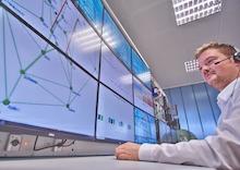 André Kummerow, wissenschaftlicher Mitarbeiter am Fraunhofer IOSB-AST, beim Einsatz der Algorithmen.