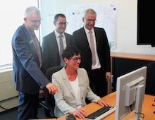 Kreis Karlsruhe gibt den Startschuss für die E-Rechnung.