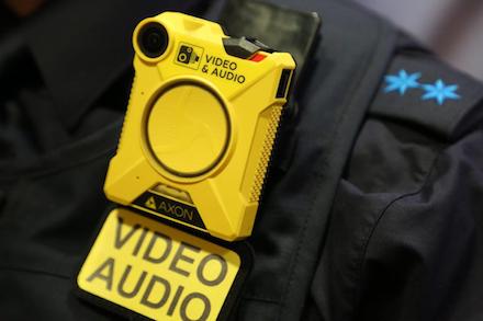 Der Startschuss für den bayernweiten Einsatz von Bodycams bei der Polizei ist gefallen.