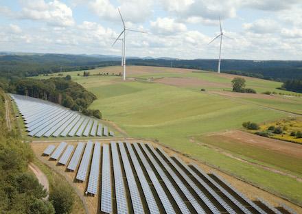 Trianel-Solarpark Südwestpfalz: Die Stadtwerke-Kooperation verstärkt das Engagement beim Ausbau erneuerbarer Energien.