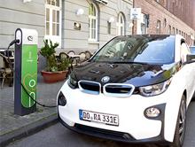 Mit zunehmender Verbreitung von Elektrofahrzeugen wird auch die kommunale Lade-Infrastruktur immer wichtiger.