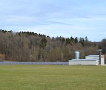 Moosach: Naturstrom weiht Solarthermieanlage, Biomassekessel und Pufferspeicher ein.