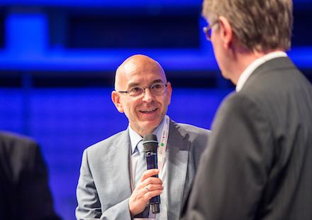 Auf dem Zukunftskongress 2018: Der AKDB-Vorstandsvorsitzende Rudolf Schleyer (links) mit dem IT-Beauftragten der Bundesregierung, Klaus Vitt.