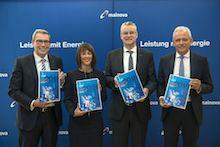 Die Mainova-Vorstände Lothar Herbst, Diana Rauhut, Dr. Constantin H. Alsheimer  und Norbert Breidenbach präsentieren den aktuellen Geschäftsbericht 2018 (v.l.).