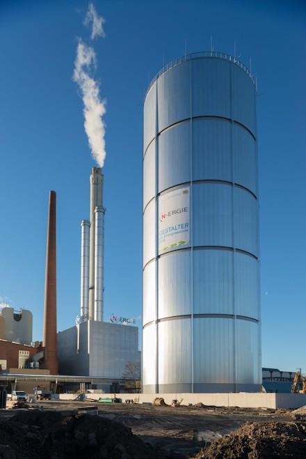 KWK-Anlage von N-ERGIE in Nürnberg-Sandreuth mit Wärmespeicher.