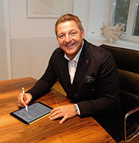 Villachs Bürgermeister bearbeitet Post via iPad.