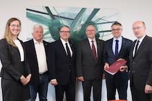 Land Mecklenburg-Vorpommern fördert Studie zum Einsatz von Wasserstoff im Straßenverkehr.