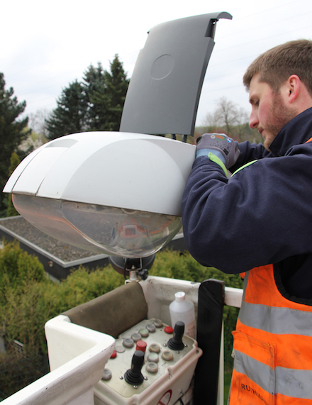 Die Hertener Stadtwerke rüsten Straßenlaternen auf LED-Technik um.