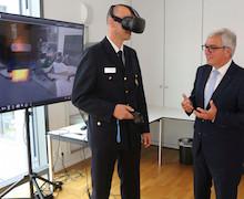 In Rheinland-Pfalz wird neben der Feuerwehr jetzt auch die Polizei mittels Virtual Reality für Einsatzsituationen geschult.