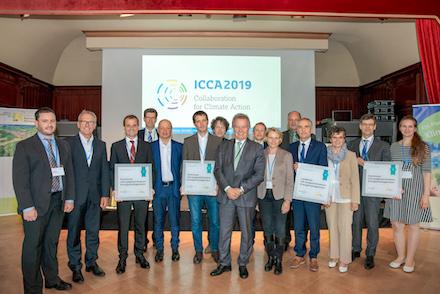 Umweltminister Franz Untersteller (Mitte) zeichnete vier Kommunen aus Baden-Württemberg für ihr vorbildliches Energie-Management aus.
