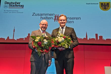 Leipzigs Oberbürgermeister Burkhard Jung (rechts) ist neuer Präsident des Deutschen Städtetags, Münsters Oberbürgermeister Markus Lewe wurde zum Vizepräsidenten gewählt.