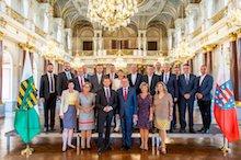 In einer gemeinsamen Kabinettssitzung im Residenzschloss Altenburg haben die Sächsische Staatsregierung und die Thüringer Landesregierung eine engere Zusammenarbeit in verschiedenen Politikbereichen vereinbart.