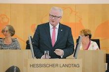 Hessens Finanzminister Thomas Schäfer spricht im Landtag zur Verabschiedung des Nachtragshaushalts.