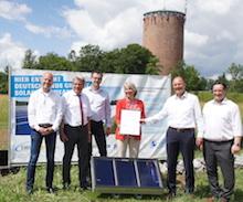 Übergabe der Baugenehmigung für das Solarfeld auf dem Römerhügel in Ludwigsburg.