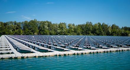 Projekt mit Vorbildcharakter: Die schwimmende Photovoltaikanlage auf dem Baggersee bei Renchen.