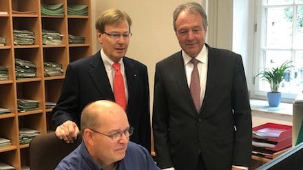 NRW: Justizminister Peter Biesenbach gibt den Pilotbetrieb zur Online-Terminbuchung beim Amtsgericht Köln frei.