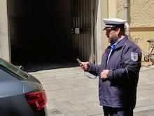 Smartphone-Einsatz bei der Verkehrsüberwachung in München.