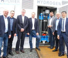 Über das bei den Stadtwerken Emden eingesetzte neuartige Elektrolyse-Verfahren informierte sich vor Kurzem Niedersachsens Umweltminister Olaf Lies (SPD).