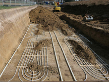 Oberflächennahe Geothermie: Kollektorfeld liefert Wärme für Neubaugebiet.