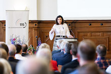 Dorothee Bär, Staatsministerin der Bundeskanzlerin und Beauftragte der Bundesregierung für Digitalisierung, befürwortet neue Wege hin zum digitalen Staat.