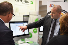 Das Unternehmen Ceyoniq zeigt an seinem Messestand auf dem ÖV-Symposium sein Lösungsportfolio rund um die E-Akte.