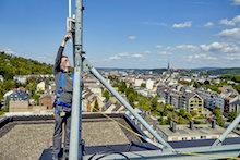 Zwei Antennen, so genannte Gateways, hat die evm-Gruppe für den Test auf ihren beiden Hauptgebäuden in Koblenz installiert.