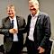 Handschlag zur neuen Kooperationsvereinbarung zwischen Emdens Oberbürgermeister Bernd Bornemann (links) und dem Bürgermeister von Haugesund/Norwegen, Ordforer Mohn.