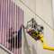 Das Unternehmen Heliatek brachte beim Pilotversuch in Donauwörth die Solarfolie zum ersten Mal derart großflächig und auf rauem Beton an.