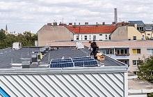 Aufbau der solaren Mieterstromanlage der Berliner Stadtwerke für die Wohnungsbau-Genossenschaft Treptow Nord.