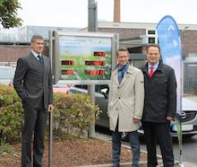 In der Kreuzstraße in Schweinfurt lassen sich die Stromerzeugung aus Photovoltaikanlage und BHKW sowie der Füllstand des Batteriespeichers einsehen.