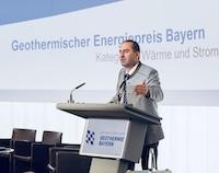 Bayerns Staatsminister Hubert Aiwanger möchte mit einem Masterplan Geothermie das Potenzial der Technologie entwickeln und den Ausbau koordinieren.