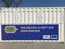 Rund 15 Tonnen wiegt der Container mit der neuartigen Redox-Flow-Batterie.