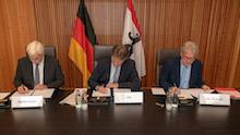Bund und Land Berlin unterzeichnen eine Verwaltungsvereinbarung zur Mitnutzung einer elektronischen Rechnungseingangsplattform.