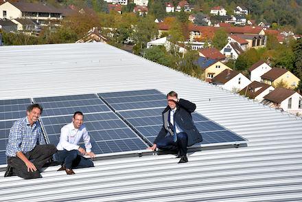 Seit einem Monat versorgt die Photovoltaikanlage auf dem Dach des Dietrich-Bonhoeffer-Gymnasium (DBG) die Schule mit Solarstrom.