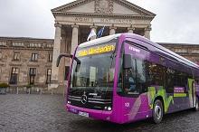 Einer von 120 Batteriebussen, die bis 2021 auf den Wiesbadener Straßen rollen sollen.