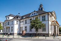Luftqualität wird in Hennef vor dem historischen Rathaus gemessen.