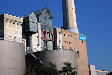 Am Standort des Heizkraftwerks Römerbrücke baut Energie SaarLorLux ein Gasmotorenkraftwerk.