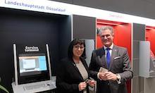 Düsseldorf: Ein neues Service-Terminal wird feierlich in Betrieb genommen.