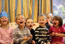 Nicht nur für Eltern ein Grund zur Freude: Im Märkischen Kreis erleichtert ein neues Online-Portal die Kita-Platz-Anmeldung.