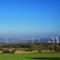 Alte und neue Energiewelt: Der Windpark Emmerthal steht in Sichtweite zum Kernkraftwerk Grohnde, das mit dem Atomausstieg spätestens Ende 2021 abgeschaltet wird.