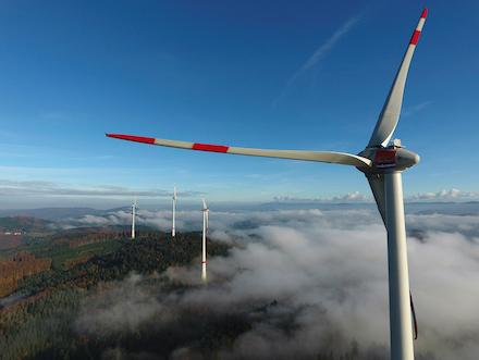 Der Windpark Kambacher Eck ist seit 2016 in Betrieb. Nun baut Badenova-Wärmeplus einen weiteren Windpark auf einem Höhenzug im Schwarzwald.
