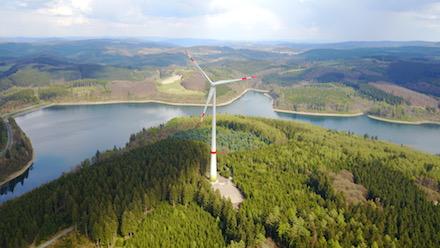 Die Windkraftanlage an der Versetalsperre in Lüdenscheid vom Typ Enercon E-115 hat im vergangenen Jahr fast 9,5 Millionen Kilowattstunden (kWh) Strom erzeugt.