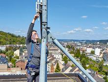 Für den Test hat die evm-Gruppe zwei Antennen, so genannte Gateways, auf ihren beiden Hauptgebäuden in Koblenz installiert.